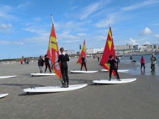 Wassersportart Windsurfen Übung #2 - surfen, Wasser, Wassersport, Sport, Sportler, Wind, Segel, Windsurfen, Surfer, Surfschule, Meer, Windenergie, Freizeitsport, Luftströmung, Winddruck, Vortrieb