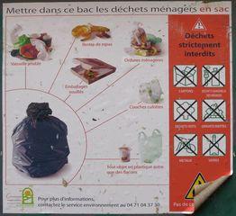 Triage de déchets #01 - Mülltonne, Mülltrennung, emballage, recycler, bac, recyclage, tri, trier, triage, déchets, verre, plastique, papiers, poubelle, décharge, ordures ménagères