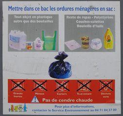 Triage de déchets #02 - Mülltonne, Mülltrennung, emballage, recycler, bac, recyclage, tri, trier, triage, déchets, verre, plastique, papiers, poubelle, décharge, ordures ménagères