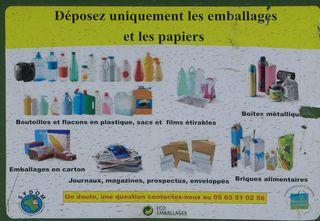 Triage de déchets #04 - Mülltonne, Mülltrennung, emballage, recycler, bac, recyclage, tri, trier, triage, déchets, verre, plastique, papiers, poubelle, décharge, ordures ménagères