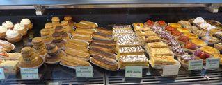 Auslagen in  einer boulangerie/patisserie #1 - boulangerie, patisserie, éclair, mille feuille, tartelette, religieuse
