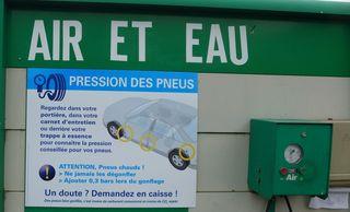 Hinweisschild Kontrolle Reifendruck - air, pneu, pression, gonfler, dégonfler
