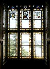 Fenster zum Rhein - Fenster, Muster, Blick, Aussicht, Ausblick, Ausschau halten, schauen, heraus schauen, sehen, Weitsicht, Kunst, Verglasung, Bemalung, Bleiverglasung, bunt, Glaskunst, sechs, Rechteck, Fläche, Impuls, Ethik