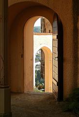 Durchgang / Durchblick - Eingang, Durchgang, Ausgang, Tor, Tür, Weg, Wege, Perspektiven, Bildimpuls, Blick, sehen