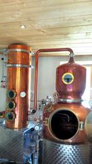 In einer Schnapsbrennerei #3 - Brennofen, Destillierapparat, destillieren, Schnaps, Alkohol, Maische, Vergärung, Obst, Spirituosen, Chemie, Trennverfahren