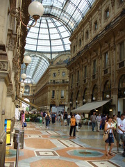 Galleria Vittorio Emanuelle in Mailand - Italien, Mailand, Shopping, Galerie, Läden, Mode, teuer, Tourismus, Glaskuppel, Milano, elegant, nobel