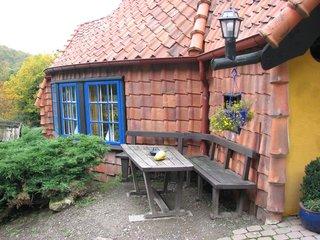 Café Winuwuk Bad Harzburg # 5 Außentisch - Tisch, Bank, Backstein, draußen