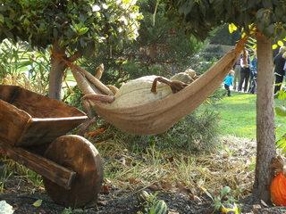 Hobbits aus Kürbissen#9 - Kürbis, Kürbisdekoration, Herbst, müde, ausruhen, Hängematte, Pause