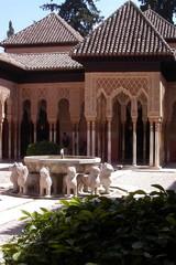 Löwenbrunnen in der Alhambra - Brunnen, Brunnenschale, Wassergewinnung, Zierbrunnen, Wasserzulauf, Wasserförderung, Laufbrunnen, Löwe, Löwenbrunnen, Granada, Spanien