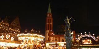 Weihnachtsmarkt #1 - Weihnachten, Weihnachtsmarkt, Lichter, Römer, Römerberg, Weihnacht, Weihnachtsmarkt, Frankfurt am Main, Römer, Nacht, Beleuchtung, Christkindlmarkt, Justitia