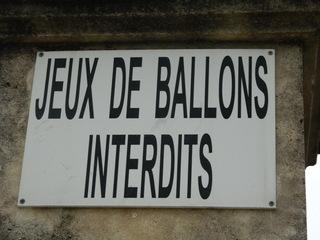 Jeux de ballons interdits - Frankreich, Schild, panneau, interdit, verboten, Ballspielen, jeux de ballons