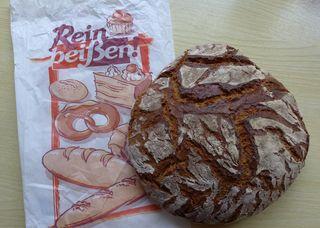 Brot #1 - Brot, Landbrot, Brotteig, Teig, backen, gemahlen, Getreide, Hefe, Sauerteig, Hefeteig, Triebmittel, aufblähen, gehen, Germteig, Germ, Alkohol, Kohlendioxid, Kohlenstoffdioxid, Gärung, Chemie, Brotlaib, Bauernbrot