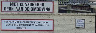 Hinweis Parkplatz - Hinweis, Hinweisschild, Parkplatz, claxoneren, omgeving, parkeerterrein