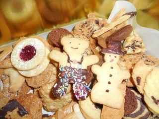 Ausstech-Plätzchen - Weihnachten, Gebäck, Weihnachtsgebäck, Kekse, Weihnachtskekse, Plätzchen, süß, lecker, backen, ausstechen, Formen, verzieren, Zuckerguss, Kuvertüre