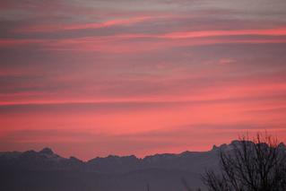 Abendrot mit Gebirge - Himmel, Stimmung, Abend, Wolken, Sonnenuntergang, Horizont, Himmelserscheinung, Sonne, Abendrot, Wetter, Wettererscheinung