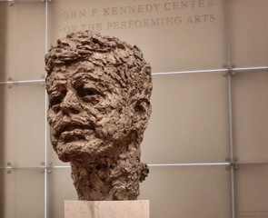 Skulptur John F. Kennedy - JFK, Kennedy, Büste, Skulptur, Erinnerung, Geschichte, Präsident, Politiker, Politik, politisch, geschichtlich, Repräsentant, Berlin, Berliner Mauer, Attentat, kalter Krieg, USA, Amerikaner, amerikanisch