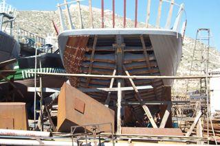 Schiffswerft auf Zypern_1 - Werft, Schiffswerft, Kai, Bootsbau, Heck, Holzschiff, Holzboot, Boot Schiff, Schiffbau, Chaos, Zypern, Hafen
