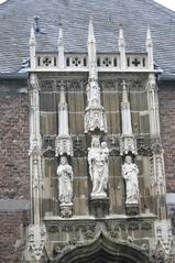 Dom Aachen, ein Eingang - Gotik, Figuren, Maria, Jesuskind, Krone, Heilige, Mittelalter, Dom, Aachen, Architektur, Eingang, Fialen
