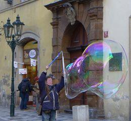 Seifenblase #2 - Seifenblase, schillernd, schweben, Tenside, Oberflächenspannung, Membrane, Brechung, schillern, schimmern, Blase, Kugel, Fantasie, Physik, Seife