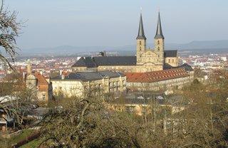Bamberg, Blick von der Villa Remeis über die Stadt - Bamberg, St Michael, Kloster