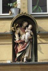 Heiligenfigur an einem Haus - Heiligenfigur