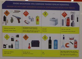 Fluggastinformationen - türkisch - Gepäck, Handgepäck, Hinweis, Hinweisschild, Gefahrenhinweis, Verbot, türkisch