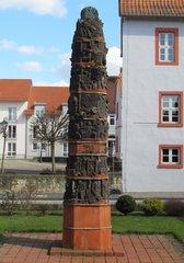 Helmstedt - Gerechtigkeitssäule # 2 - Helmstedt, Säule, Gerechtigkeit, Gericht, Obelisk, Skulptur, Denkmal, Weltkrieg, Judenverfolgung, Relief