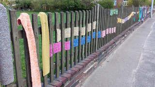 Urban Knitting #6 - stricken, häkeln, Kultur, Knitting, Graffiti, Kunst, Motiv, Impression, Motiv, warm, Wolle, Strickkunst, Objektkunst, Kunstobjekt, bunt, Verschönerung, Gemeinschaft
