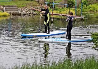 Stand Up Paddling - Wassersport, Freizeitsport, Sport, paddeln, stehen, Stehpaddeln, Trendsport, Funsport, Stand Up Paddling, Gleichgewichtsschulung, Sportler, Stehpaddler, surfen