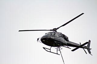 Hubschrauber in der Luft - Hubschrauber, Himmel, fliegen, Propeller, Helikopter, Maschine, Fluggerät, Hubschrauber, Rettung, Einsatz, Luftrettung, Sicherheit, fliegen, Helikopter, Rotor, Physik, Aerodynamik, Rotorblätter, Pilot, schnell, Berufsbild, Beruf, Luftfahrzeug, Heli, drehen, aufsteigen, rotieren, Motorkraft, Auftrieb, Vortrieb, Flügel, Tragflächen, Drehflügler, Flugleistung, Steighöhe, Höhe, Leistung