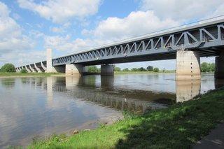 Wasserstraßenkreuz Magdeburg - Trogbrücke, Ansicht von unten - Kanal, Wasserstraße, Brücke, Kreuzung, Trogbrücke, Mittellandkanal, Elbe-Havel-Kanal, Elbe, Schleuse