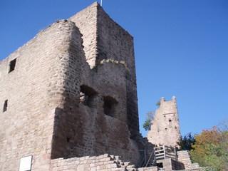 Alsace - Elsass, Burgruine, Turm, Mauer, Ruine, Buntsandstein, alt, verfallen, Mauern, Frankreich