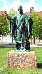 Hildesheimer Dom #01 – Bischof Bernward - Dom, Hildesheim, Bernward, Bischof, Heiliger, katholisch, Denkmal, Statue, Mariendom, Kirche