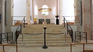 Hildesheimer Dom #05 - Altarraum - Dom, Hildesheim, Bernward, Bischof, Heiliger, katholisch, Mariendom, Kirche, Restaurierung, Innenansicht, Altarraum, Altar, Leuchter, UNESCO, Weltkulturerbe