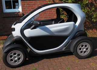 Elektromobilität: Twizy #2 - E-Mobil, elektrisch, Elektromobilität, Fahrzeug, Elektromotor, Elektroauto, Elektrizität, Mobilität, Strom, Akku, laden, Auto, Quad
