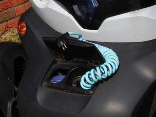 Elektromobilität: Twizy #3 - E-Mobil, elektrisch, Elektromobilität, Fahrzeug, Elektromotor, Elektroauto, Elektrizität, Mobilität, Strom, Akku, laden, Auto, Quad