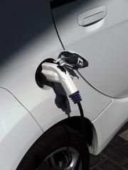 Elektromobilität: Ladevorgang - E-Mobil, elektrisch, Elektromobilität, Elektroauto, Elektrizität, Mobilität, Strom, Akku, laden, Stecker, Typ-2-Stecker, Mennekes