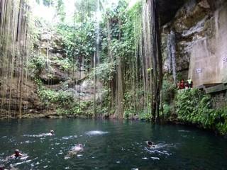 Cenote - Cenote, Kalkstein, Höhle, Süßwasser, Karstgebiet, Mexiko, Maya, Krater