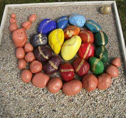 Kunst mit Steinen #2 - Stein, Kunst, Schnecke, bemalte Steine, Grundfarben, Regenbogenfarben
