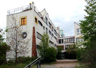 Luther-Melanchton-Gymnasium Wittenberg - Hundertwasserschule # 4 - Schule, Gebäude, Hundertwasser, Hundertwasserschule, Europaschule, Wittenberg, Baummieter