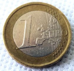 1 Euro - Geld, Münzen, Münze, Scheine, Schein, Geldschein, Zahlen, bezahlen, Euro, Summe, Wechselgeld, wechseln, Währung, Daf