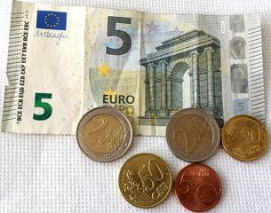 Euro 9,75 - Geld, Münzen, Münze, Scheine, Schein, Geldschein, Zahlen, bezahlen, Euro, Summe, Wechselgeld, wechseln, Währung, Daf