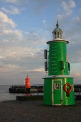 Hafeneinfahrt in Helsingor, Dänemark - Hafen, Leuchtturm, Steuerbord, Backbord, Rot, Grün, Ostsee, Kattegat, Heslingor, Rettungsring, Schifffahrt, Sicherheit, Schutz