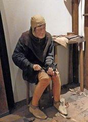 mittelalterlicher Schuhmacher - Beruf, Schuster, Schuhmacher, Handwerk, reparieren, Ausbildungsberuf, Schuhreparatur, Fertigungsberuf, Mittelalter, Werkstatt, Sauter, nähen, Näher