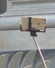 Handy - Selfiestick - Handy, Smartphone, Foto, fotografieren, Mainstream, Selfie, Information, informieren, dokumentieren, Dokumentation, Medien, Stick, Handystick