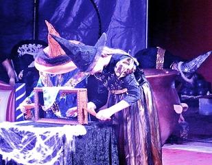 Zirkus - Zaubershow - zaubern, Zauberer, hexen, Hexen, verkleiden, Zirkus, präsentieren, darstellen, Künstler