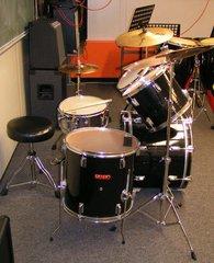 Drum Set von der Seite - Drum Set, Schlagzeug, Percussion