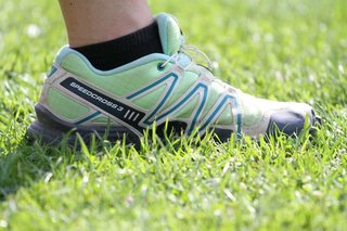 Sportschuh - Sportschuh, Schuh, Fuß, Sport, Schulsport, Turnschuh, Laufschuh, Dämpfung, Sabilisierung