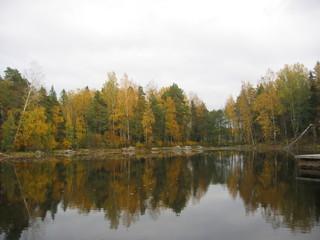 Ruska-Zeit  - Herbst, Bäume, Farben, Färbung, Blätter, spiegeln, Natur, Landschaft, See, Laubbäume, Ruhe, Spiegelung