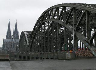 Dom und Hohenzollernbrücke in Köln - Köln, Kölner Dom, Dom, Brücke, Hohenzollernbrücke, Stahlbrücke, Köln-Deutz, Bogenbrücke, Eisenbahnbrücke, Rheinbrücke